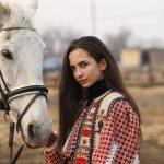 epona horse land isabelle girard