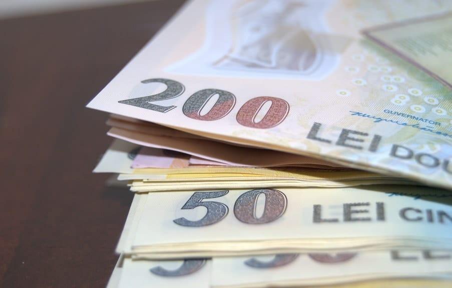 bani salariu